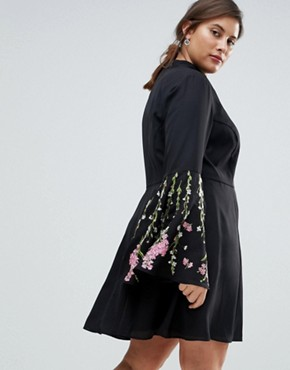 photo Fluted Sleeve Embroidered Skater Mini Dress by ASOS CURVE, color Black - Image 2