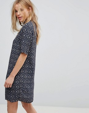 photo Choker Detail Printed Shift Dress by Vero Moda, color Navy Blazer - Image 2