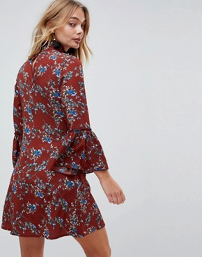 photo High Neck Floral Dress with Flare Sleeve by Parisian, color Rust - Image 2