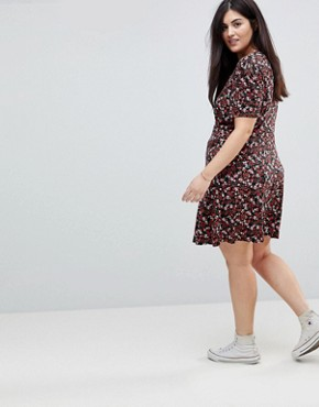 photo Mini Tea Dress with V-Neck and Button Detail in Mono Floral Print by ASOS CURVE, color Multi - Image 2
