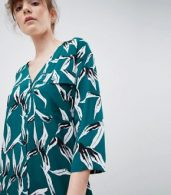 photo Tropical Leaf Shift Dress by Ichi, color Green - Image 3