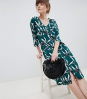 photo Tropical Leaf Shift Dress by Ichi, color Green - Image 4