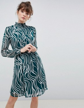 photo High Neck Printed Dress by Ichi, color Green - Image 1