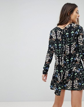 photo Floral Swing Dress by QED London, color Black - Image 2