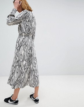 photo High Neck Midi Dress in Abstract Leaf Print by Moss Copenhagen, color White - Image 2
