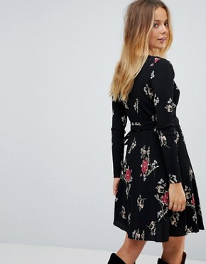 photo Floral Pleated Wrap Dress by Liquorish, color Black - Image 2