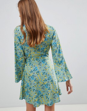 photo Contrast Binding Floral Wrap Dress by Influence, color Multi - Image 2