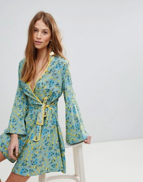 photo Contrast Binding Floral Wrap Dress by Influence, color Multi - Image 1
