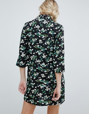 photo Shift Dress with Mandarin Collar Detail in Daisy Garden Floral by Influence, color Black Floral - Image 2