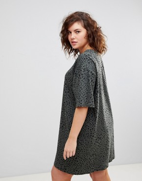 photo Ultimate t-shirt Dress in Leopard Print by ASOS DESIGN Curve, color Multi - Image 2