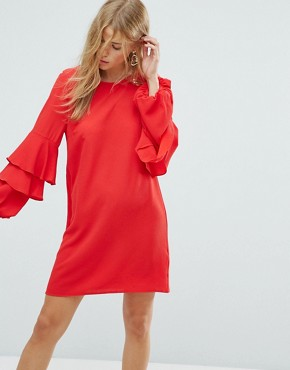 photo Tiered Ruffle Sleeve Dress by New Look, color Red - Image 1