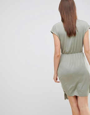 photo Crissy Wrap Dress by Brave Soul, color Green - Image 2