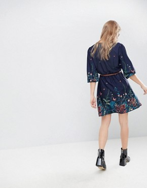 photo Belted Dress with 3/4 Sleeves in Meadow Border Print by Yumi, color Navy - Image 2