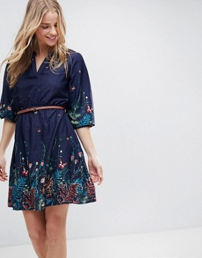 photo Belted Dress with 3/4 Sleeves in Meadow Border Print by Yumi, color Navy - Image 1