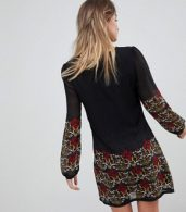 photo Long Sleeve Tunic Dress in Border Print by Yumi, color Black - Image 2