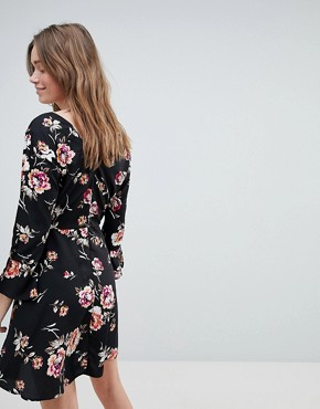 photo Rouleaux Loop and Button Detail Dress in Floral Print by Influence, color Black - Image 2