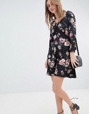 photo Rouleaux Loop and Button Detail Dress in Floral Print by Influence, color Black - Image 1