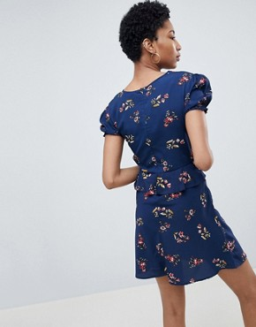 photo Frill Detail Tea Dress with Puff Sleeve in Floral Print by Influence Tall, color Navy - Image 2