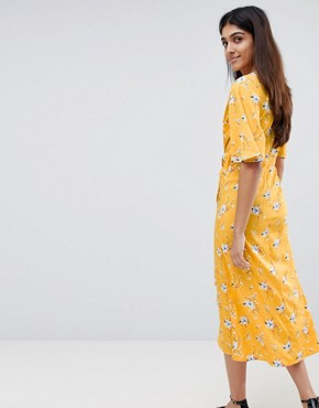 photo Tie Front Midi Dress in Floral Print by Influence Tall, color Mustard - Image 2