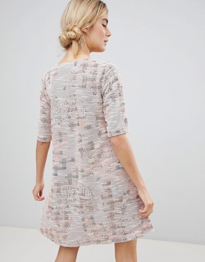 photo Dress in Tapestry Weave Fabric by See U Soon, color Pink - Image 2