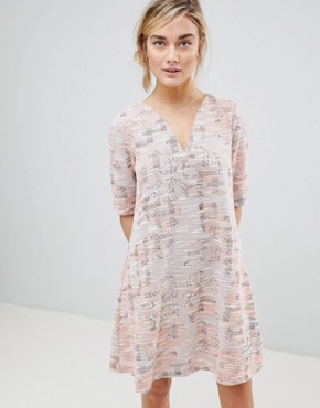 photo Dress in Tapestry Weave Fabric by See U Soon, color Pink - Image 1