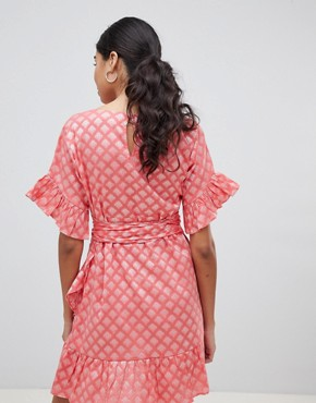 photo Mini Dress with Ruffle Hem and Tie Waist in Jacquard by Glamorous, color Coral Damask - Image 2