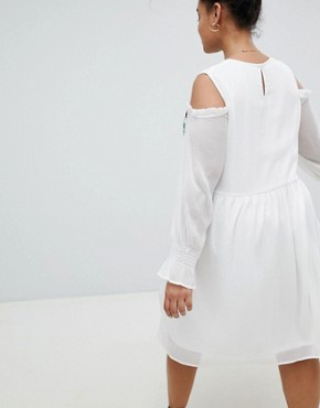 photo Smock Dress with Cold Shoulder and Embroidery by Glamorous Curve, color White - Image 2