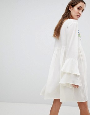 photo Smock Dress with Tiered Sleeve and Embroidery by Glamorous Bloom, color Cream - Image 2
