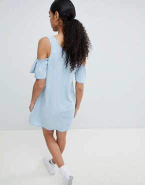 photo Cold Shoulder Denim Shift Dress by Noisy May, color Blue - Image 2