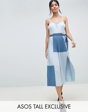 photo Minimal Pleated Cami Colourblock Dress by ASOS DESIGN Tall, color Blue - Image 1