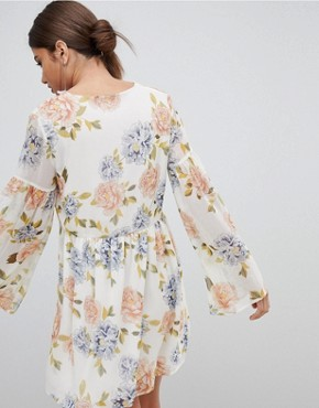 photo Floral Smock Dress by PrettyLittleThing, color Cream - Image 2