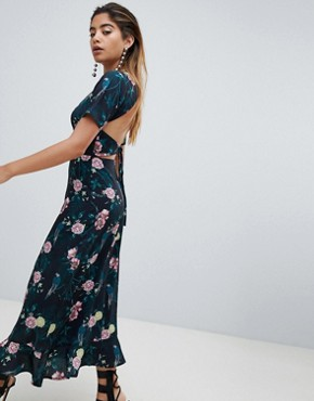 photo Maxi Tea Dress with Tie Open Back in Romantic Floral by Fashion Union, color Parrot - Image 4