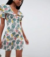 photo Tea Dress with Flutter Sleeves in Tropical Print by Fashion Union, color Tropical - Image 1