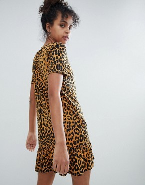 photo T-Shirt Dress with Ruffle Hem in Leopard by Daisy Street, color Leopard - Image 2