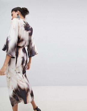 photo Midi Kimono Dress in Abstract Print by ASOS DESIGN Tall, color Multi - Image 2