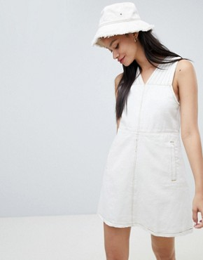 photo Bonnie Denim Sleeveless Shift Dress by Ryder, color Natural - Image 1
