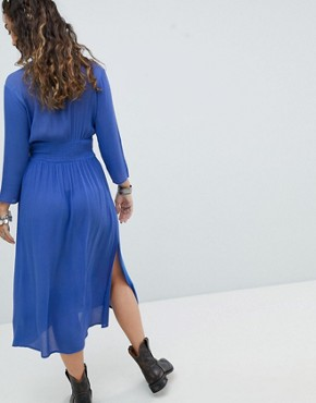 photo Midi Dress with Plunge Front and Embroidered Detail by En Creme, color Blue - Image 2