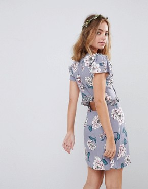 photo Tie Front Tea Dress with Contrast Frill in Floral by Sisters of the Tribe Petite, color Floral - Image 2