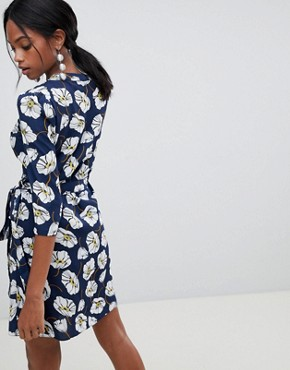 photo Floral Print Wrap Dress by Liquorish, color Navy - Image 2
