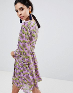 photo Floral Print Dress with V-Front and Kimono Sleeve by Liquorish, color Lilac - Image 2