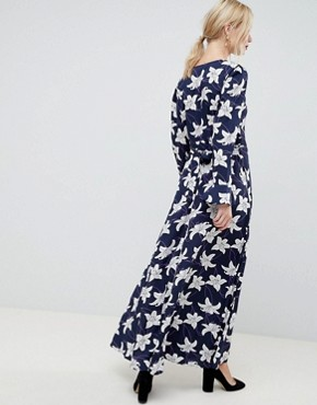 photo Floral Print Wrap Maxi Dress by Liquorish, color Navy - Image 2