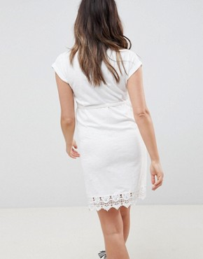 photo Crochet Hem Jersey Dress by Mama.licious, color White - Image 2