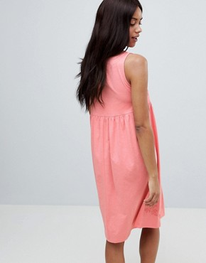 photo Embroidered Sleeveless Jersey Dress by Mama.licious, color Pink - Image 2