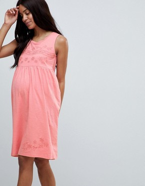photo Embroidered Sleeveless Jersey Dress by Mama.licious, color Pink - Image 1
