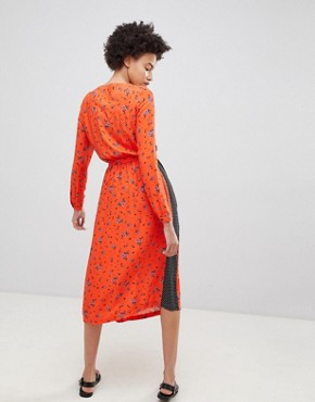 photo Midi Tea Dress in Mix and Match Vintage Prints by Moss Copenhagen, color Fiery Orange - Image 2