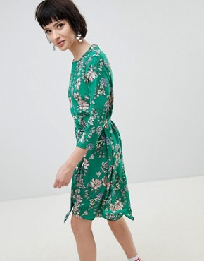 photo Floral Midi Dress by New Look, color Green - Image 1
