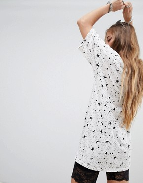 photo Oversized T-Shirt Dress in Sunburst Print by Motel, color Cream With Black Print - Image 2