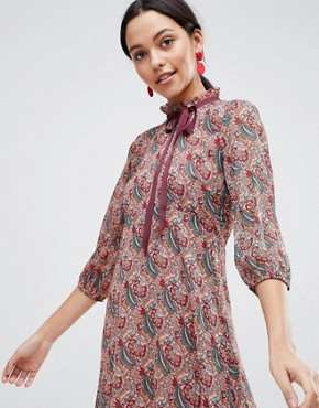 photo Long Sleeve Printed Shift Dress with Bow Detail by Traffic People, color Red - Image 1