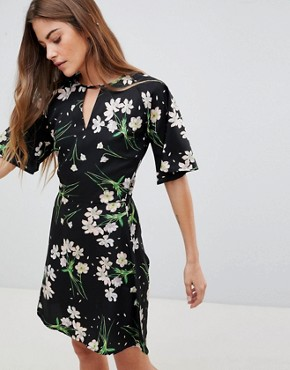 photo Dress with Split Neck Detail in Blossom Print by Daisy Street, color Black - Image 1
