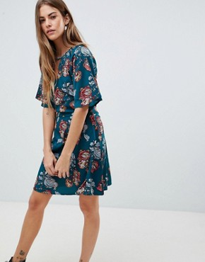 photo Dress with Split Neck Detail in Rose Nouveau Print by Daisy Street, color Green - Image 1